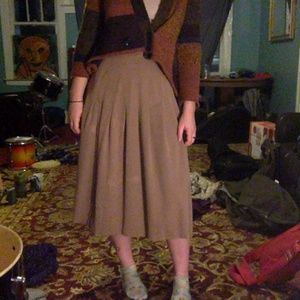 VINTAGE Beige Pleated Midi Skirt